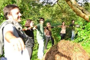 Aula prática em visita a permacultores que vivem da permacultura.